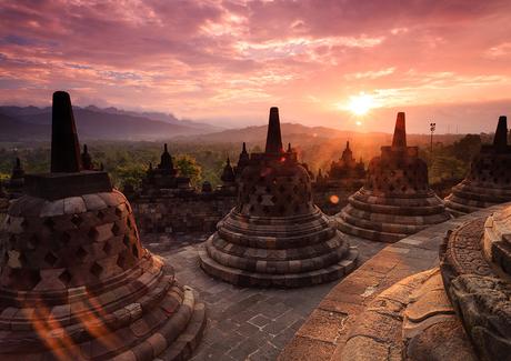 Borobudur bij zonsondergang