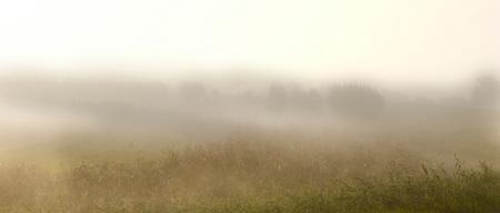 """Ontwakend landschap - Voor mijn doen heel vroeg op pad om de """"Morgenstimmung"""" vast te leggen. De mist is een dankbare hulp, maar moeilijk te vangen in een beeld. - foto door johndegrooth op 09-10-2009 - deze foto bevat: landschap, mist, zonsopkomst, Morgenstimmung"""