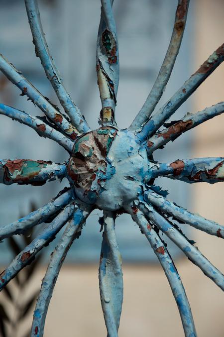 hek spin - hek spin - foto door carpaccio68 op 27-11-2014 - deze foto bevat: kleur, blauw, hek, zee, vakantie, reizen, wandelen, straatfotografie, griekenland, toerisme, reisfotografie, europa, karpathos