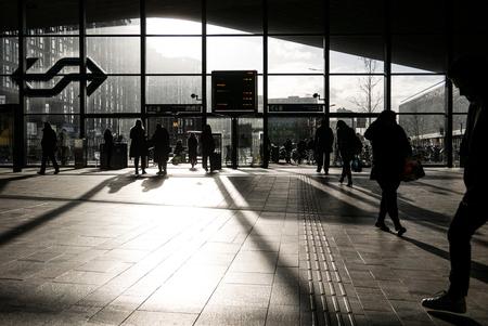 Rotterdam - Centraal Station - Avondzon en het centraal station van Rotterdam. - foto door Krulkoos op 16-03-2020 - deze foto bevat: station, mensen, zon, rotterdam, zonsondergang, reizen, schaduw, tegenlicht, stad, holland, nederland, ns, streetlife, straatfotografie, train, reisfotografie, public, streetphotography, slagschaduw, centraal station, rotterdam centraal, Netherland, maurice weststrate, lx100