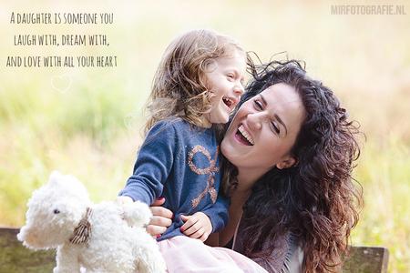 Moeder en dochter - Moeder en dochter - foto door Mirlisa op 24-01-2015 - deze foto bevat: liefde, moeder, dochter, lachen