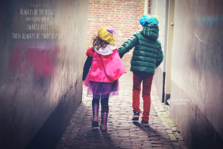 Pietjes - - - foto door bloempje76 op 14-11-2015 - deze foto bevat: sinterklaas, daglicht, kind, kinderen, meisje, jongen, lief, feest, traditie, verkleed, intocht, zwarte piet