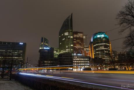 Den Haag centrum met voorbij razende tram