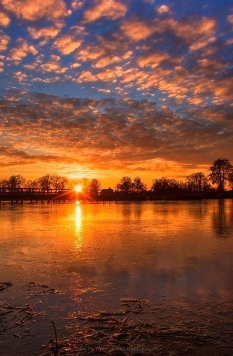 Spetterende zonsondergang