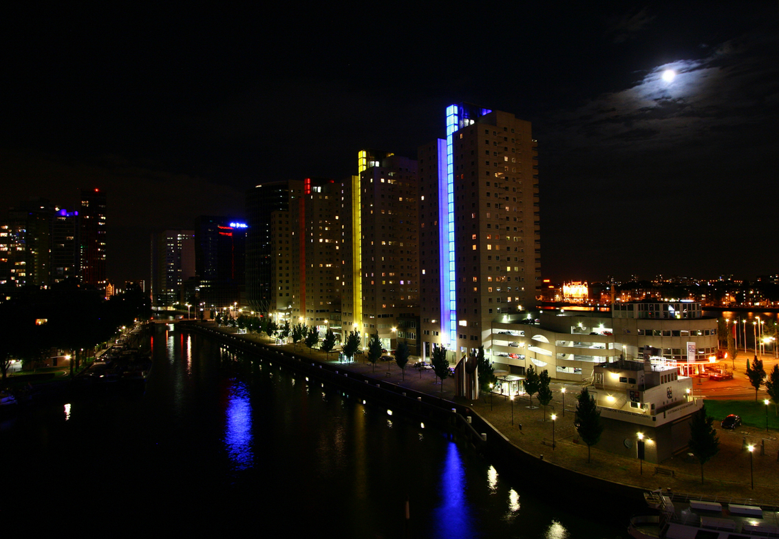 Rotterdam bij nacht - Rotterdam bij nacht - foto door fritskooijmans op 25-03-2011 - deze foto bevat: water, rotterdam, leuvehaven