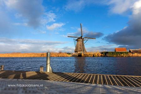 Molen bij Kinderdijk - 20181211 3399 Molen bij Kinderdijk - foto door fritskooijmans op 04-01-2019 - deze foto bevat: wolken, wolk, water, paal, riet, molen, nederland, kinderdijk, Zuid Holland