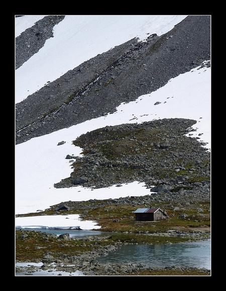 Noorwegen - Een foto van alweer zo'n 2 jaar geleden. Genomen ergens in Noorwegen. Groet, Juri - foto door juriheise op 18-09-2009 - deze foto bevat: sneeuw, noorwegen, huisje