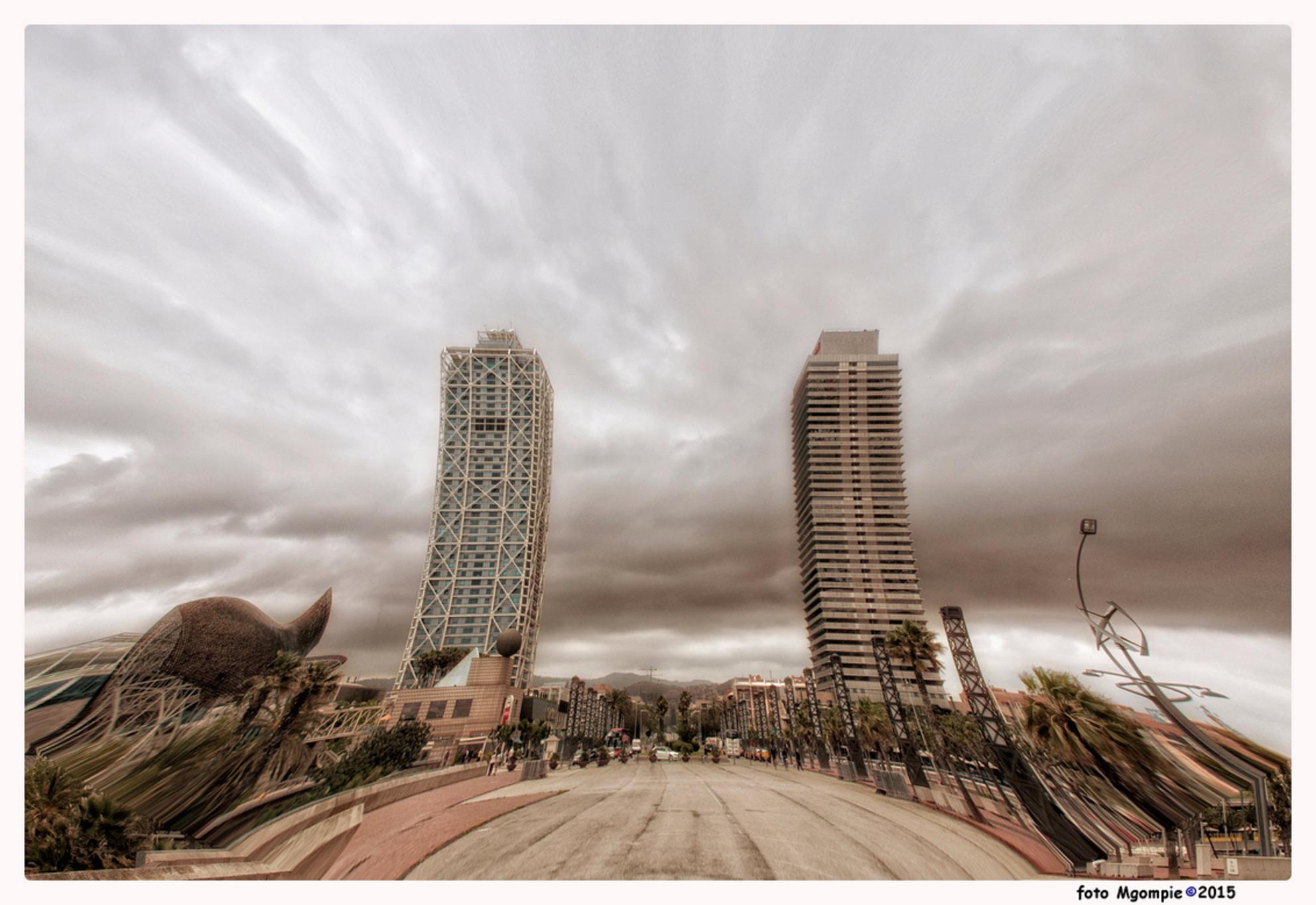 Lichtelijk-Borderwit - Een fotografisch geintje zo rond de jaarwisseling, per slot van rekening is het meestal toch een wat aangeschoten moment voor velen van ons.  Bedan - foto door mgompie op 30-12-2015 - deze foto bevat: stad, barcelona, bewerking, flat, mgompie
