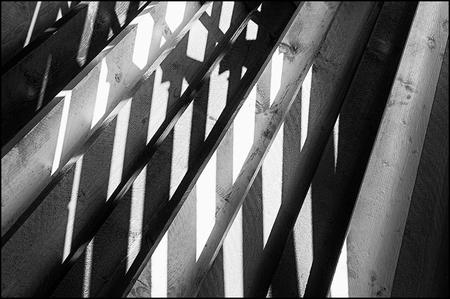 Creative mines 08 - Ritmes en details zijn de onderdelen van de fotografie welke mij steeds weer opnieuw prikkelen om mee aan de slag te gaan. Ik heb er onlangs eens ove - foto door mphvanhoof_zoom op 25-01-2017 - deze foto bevat: structuur, schaduw, kunst, koeltoren, art, vormgeving, mijn, mijnbouw, kunstwerk, emma, brunssum, ritme, projectie, zwart wit