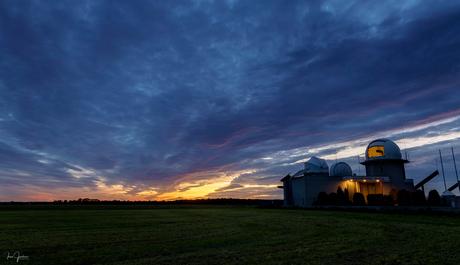 Zonsondergang sterrenwacht halley