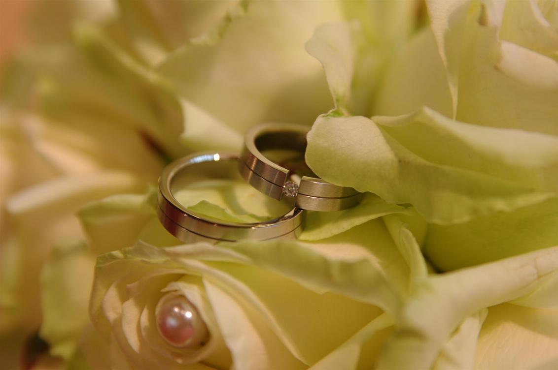 Ringen&Bloemen - - - foto door Alexander5592 op 08-01-2010 - deze foto bevat: trouwen, boeket, huwelijk, bruid