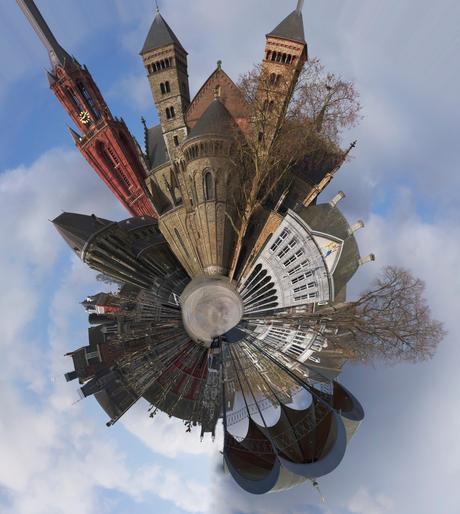 Vrijthof Maastricht als miniplaneet