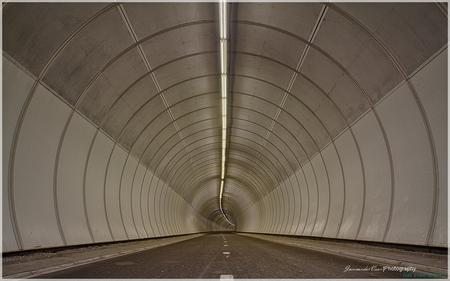 tunnel - HDR uit 5 opnames canon 7D met samyang 8mm fisheye - foto door JanvanderveenPhotography op 25-05-2014 - deze foto bevat: abstract, lijnen, architectuur, perspectief, hdr, diepte, barendrecht, tonemapping, heinenoord, fietstunnel