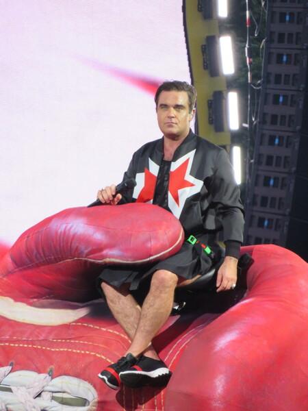 Robbie Williams - Robbie Williams op het goffertpark Nijmegen 2017 - foto door Vira1505 op 11-07-2017 - deze foto bevat: pop, artiest, optreden, live, zanger