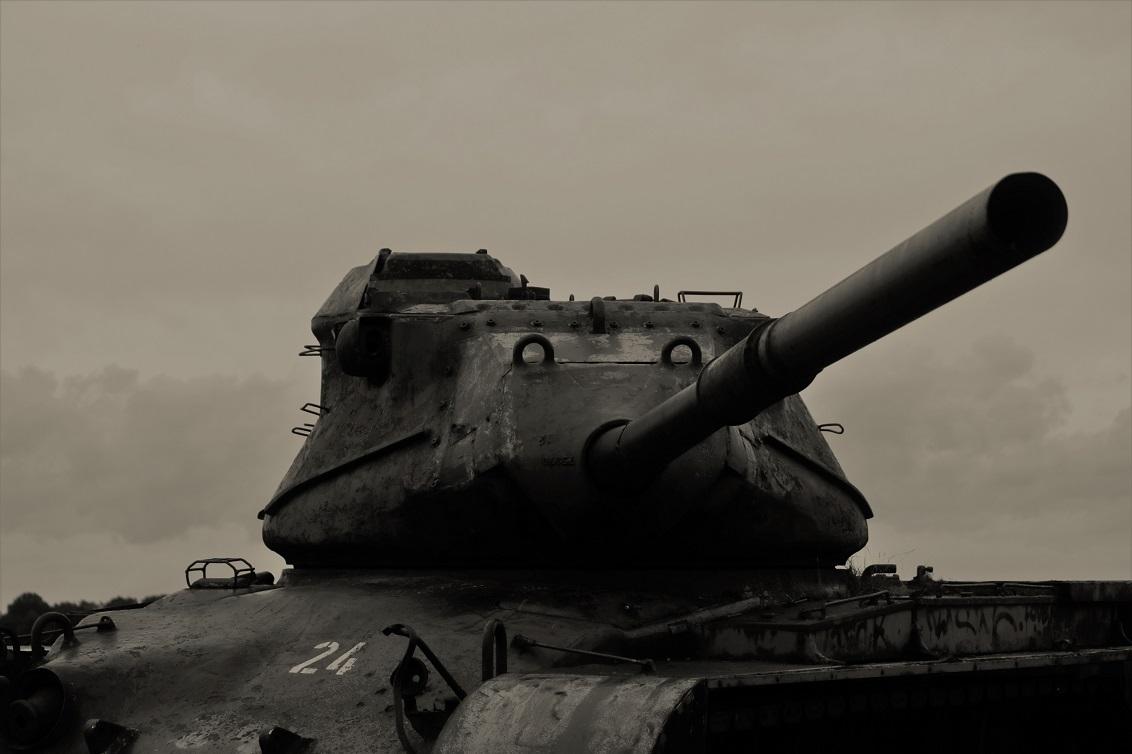 Rare plek - Voor het eerst afgelopen weekend op deze plek geweest waar verlaten tanks staan, toch raar om hier te lopen - foto door manon-3 op 24-09-2018 - deze foto bevat: verlaten, oorlog, militair, tank, urbex