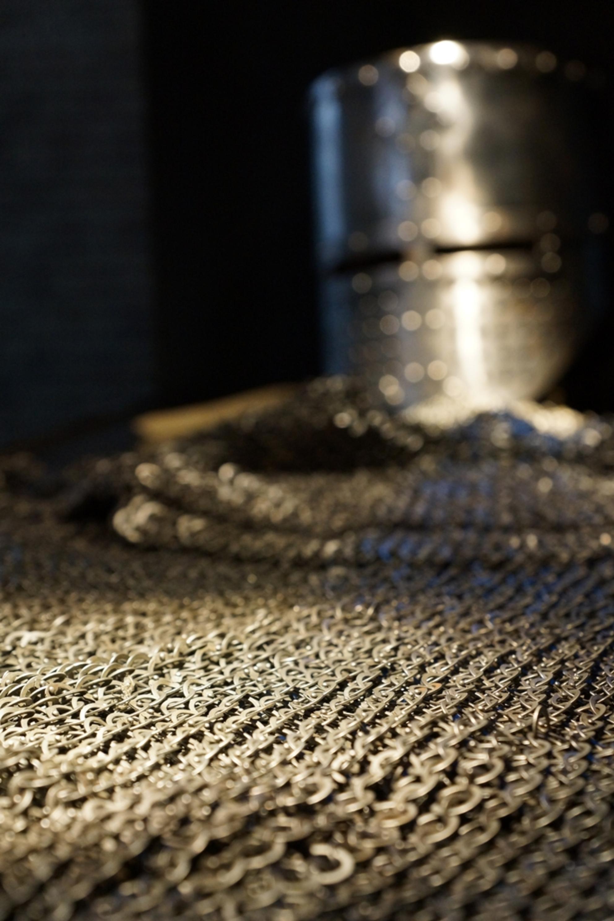 Geen kolder - Scherptediepte experimentje in abdij Herkenrode, Hasselt [B] - foto door keniaan op 07-05-2014 - deze foto bevat: ridder, scherptediepte, harnas, helm, herkenrode