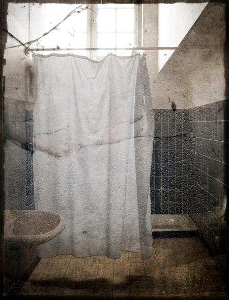 behind the curtain... - badkamer .....in een verlaten klooster.... - foto door lidewijvandijk op 24-01-2012 - deze foto bevat: urbex, st anna