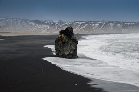 Zwart lavastrand bij Vik IJsland
