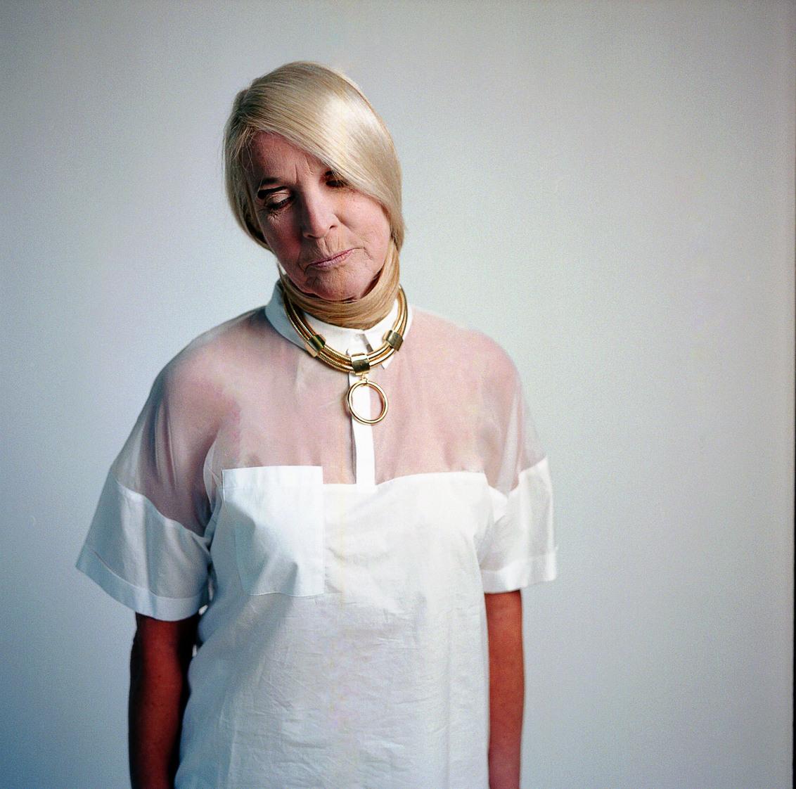 Anne - Mamiya C330 Kodak Portra 160NC - foto door crown91 op 04-06-2014 - deze foto bevat: vrouw, mensen, licht, flits, fashion, emotie, highkey, studio, blond, mode, visagie, strobist