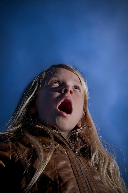 verwondering - off camera flitsen - foto door ingeborg-1 op 27-02-2011 - deze foto bevat: kind, strobist