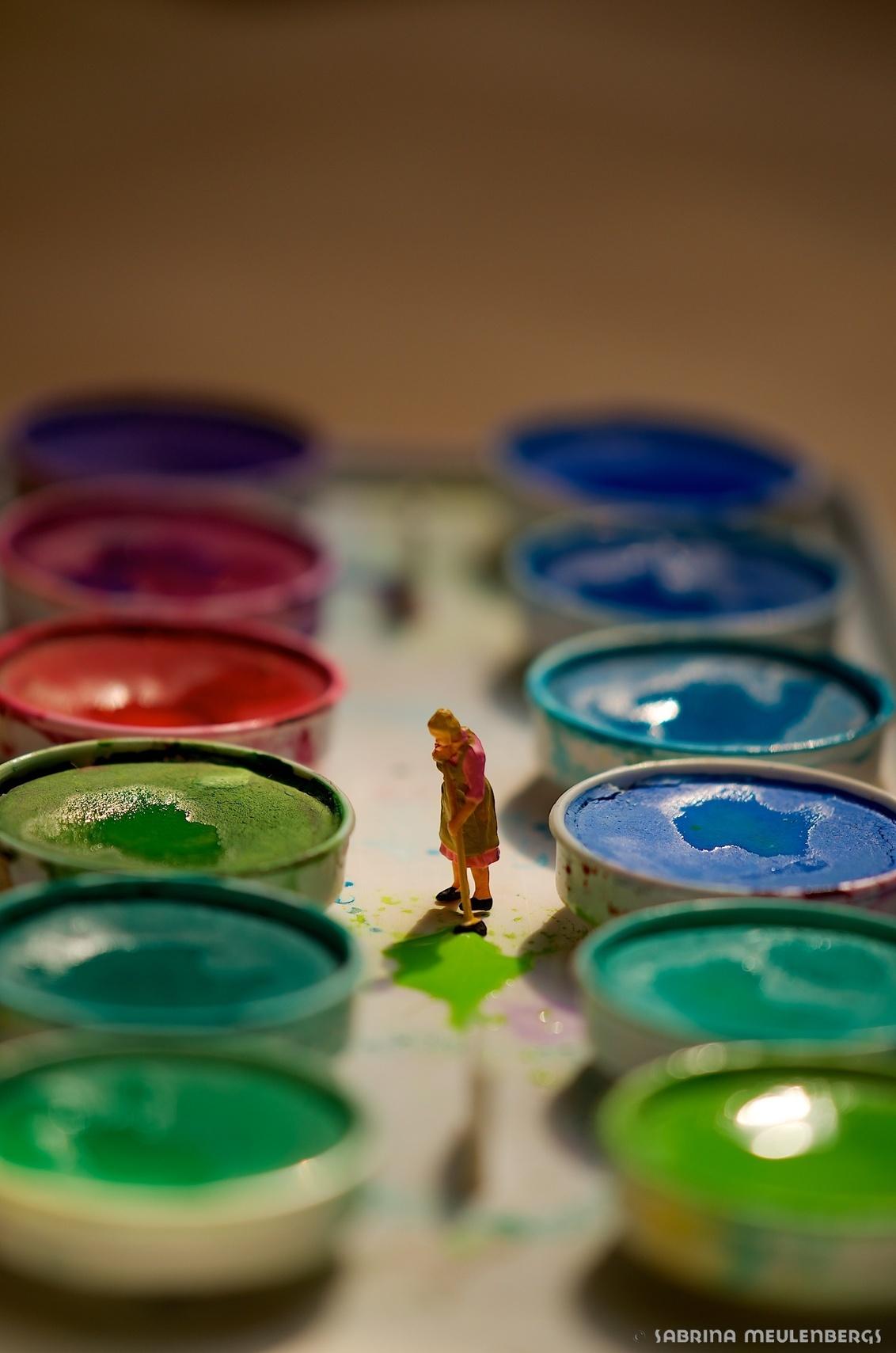 Painted - Het is overal hetzelfde of je nu woont in een grote of kleine wereld. Kinderen maken de rommel en mama moet het opkuisen. - foto door sabbe op 13-01-2016 - deze foto bevat: miniatuur, H0