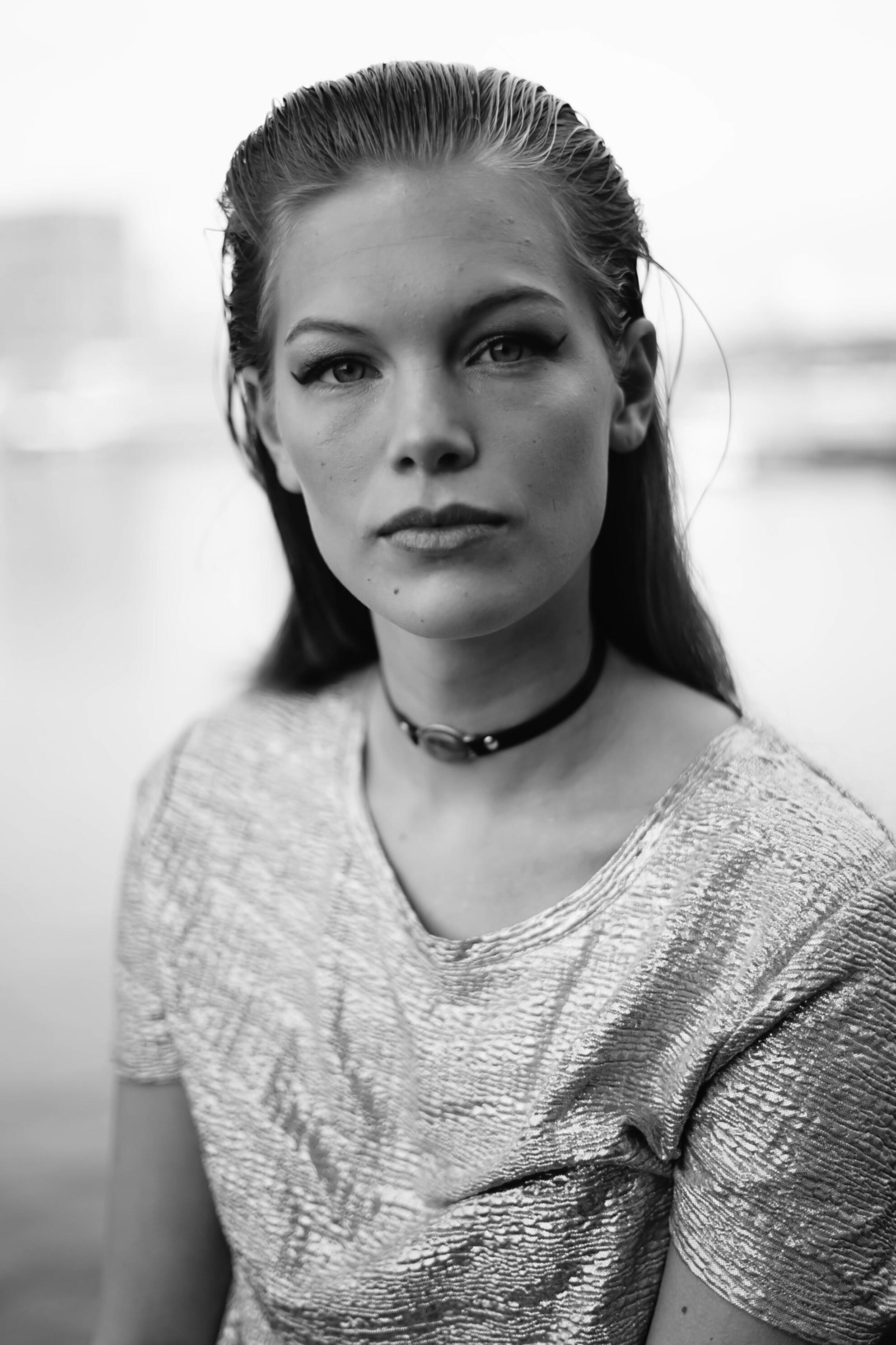 blackwhite portrait - - - foto door Kayleesfotografie op 28-01-2017 - deze foto bevat: mensen, portret, model, fashion, zwartwit, emotie, photoshop, closeup, mode, fotoshoot, 50mm - Deze foto mag gebruikt worden in een Zoom.nl publicatie