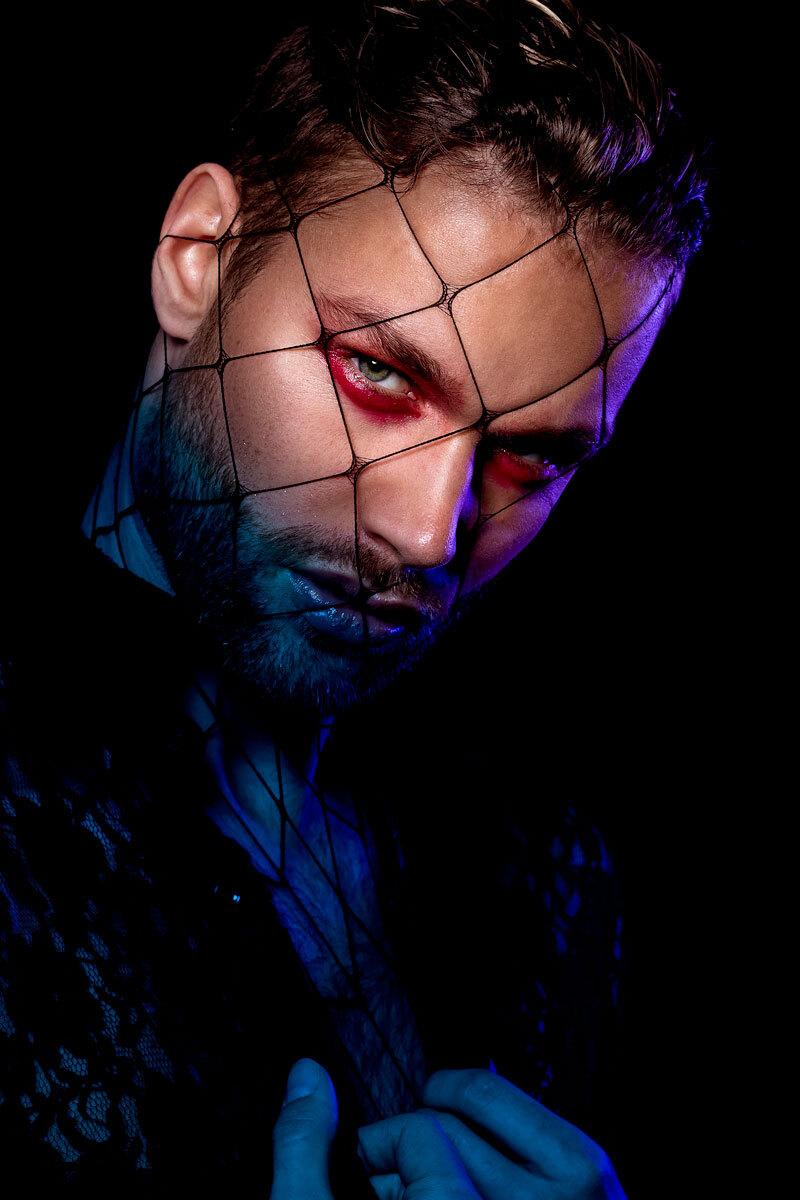 Wes - Model: Wes @ Innocence Model Agency Muah: Salma - foto door stephanieverhart op 07-04-2019 - deze foto bevat: mensen, donker, licht, portret, schaduw, model, flits, ogen, art, fashion, beauty, emotie, glamour, studio, photoshop, closeup, softbox, filter, mode, fotoshoot, visagie, flitser, 100mm, beautydish, colorgel, make-up