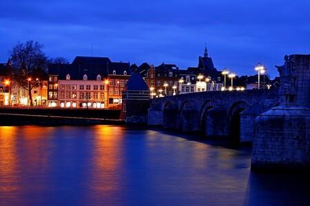 Sint Servaas brug Maastricht - Dit is de Sint Servaas Brug in Maastricht in de avond. - foto door Smeets op 04-04-2021