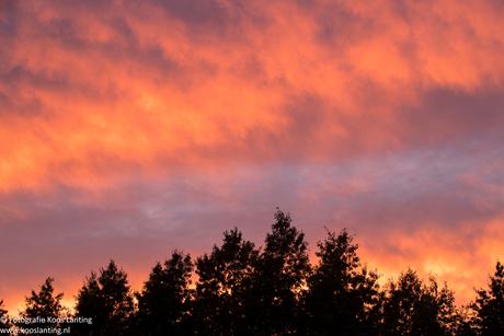 Rood/oranje lucht boven Heerenveen