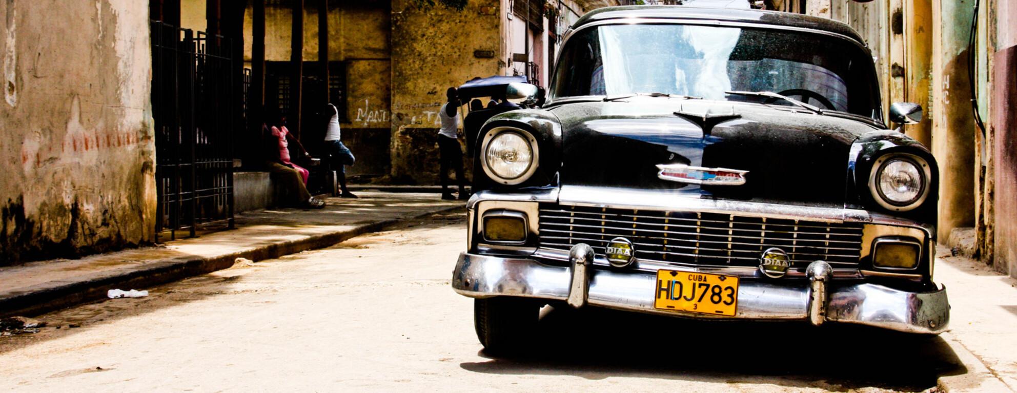 Havana Cuba - Overal in Havana staan dit soort mooie oldtimers - foto door MaasJan82 op 05-01-2013 - deze foto bevat: cuba, havana, chervolet, oldtimer auto