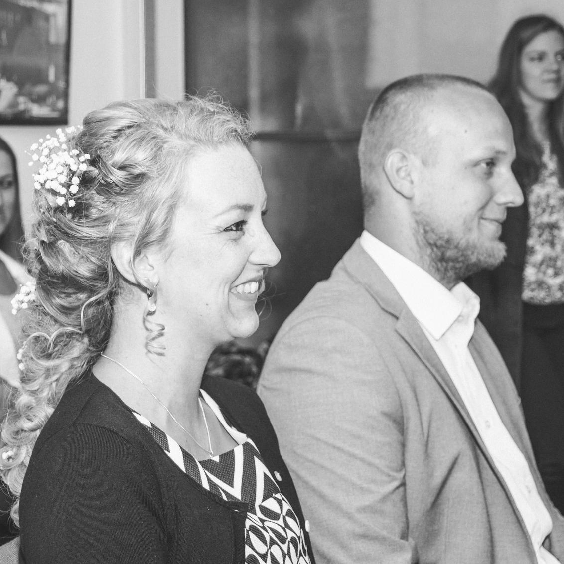 Bruid - Mijn vriendin ging trouwen. Ze zag er zo gelukkig uit! - foto door s.viset op 10-05-2017 - deze foto bevat: vrouw, zwartwit, bruid, closeup, flitser