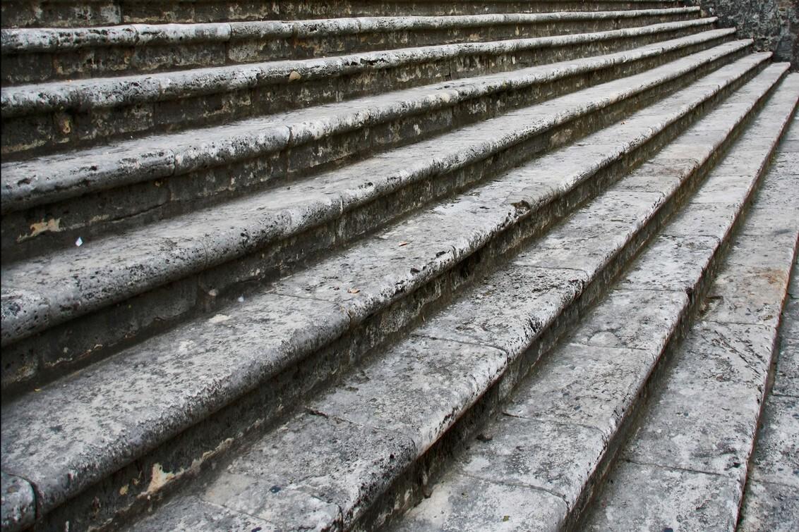 Trappen - Trappen aan de duomo in Todi (Umbrie) - foto door Marieke45 op 23-09-2009 - deze foto bevat: trap, trappen, stairs, omhoog, steps, duomo, omlaag, todi