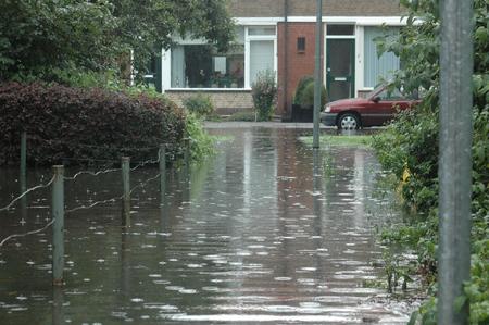 veel water in de straat - nieuwe lens 010.JPG - foto door bsmidt op 21-08-2013