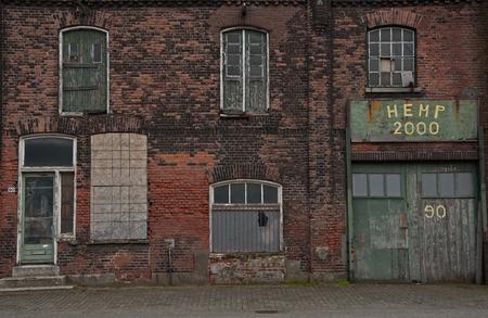 Vergankelijkheid - een stukje oud Vlaardingen. locatie Oosthavenkade - foto door Kees-60 op 28-02-2015 - deze foto bevat: oud, vlaardingen, gebouw, verlaten, vervallen, vergankelijkheid, Oosthavenkade