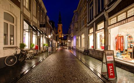Maastricht - Rechtstraat met Sint Martinuskerk