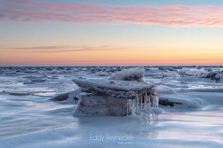 Ice Floes - Afgelopen weekend naar noord/oost Groningen geweest om bij Punt van Reide de ijsschotsen bij laag water te fotograferen. Het was net een grote speelt - foto door eddy-reynecke op 19-02-2021 - deze foto bevat: lucht, wolken, zee, water, natuur, ice, sneeuw, winter, ijs, spiegeling, landschap, tegenlicht, zonsopkomst, kust, wadden, waddenzee, winterwonderland, lange sluitertijd, artic vibes