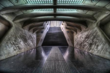 """The Spaceship - Het """"buitenaardse"""" treinstation van Luik ; Guillemins - foto door nfeijen op 02-05-2011 - deze foto bevat: station, trein, reflectie, belgie, buitenaards, luik, hdr, ruimteschip, tgv, tonemapping, gare, guillemins"""