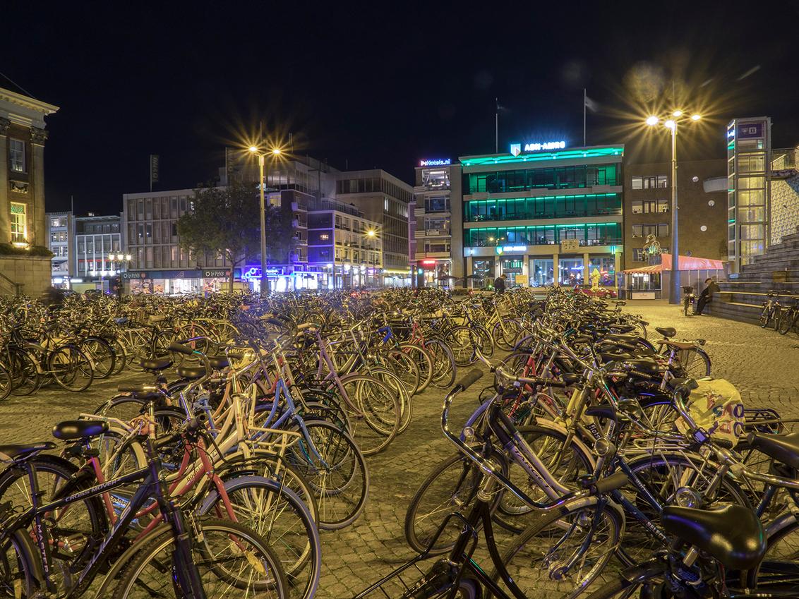 Fietsen.... - in Groningen - foto door BNN op 28-11-2019 - deze foto bevat: groningen, overige, fietsen, avondfotografie, bnn