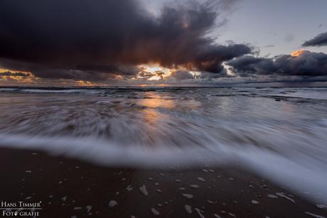 Ondergaande zon op het strand van Callantsoog