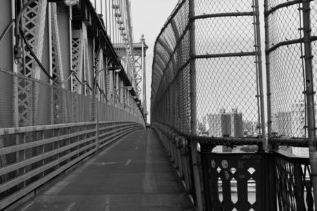 """Fietspad naar het """"einde"""" van Manhattan Bridge"""