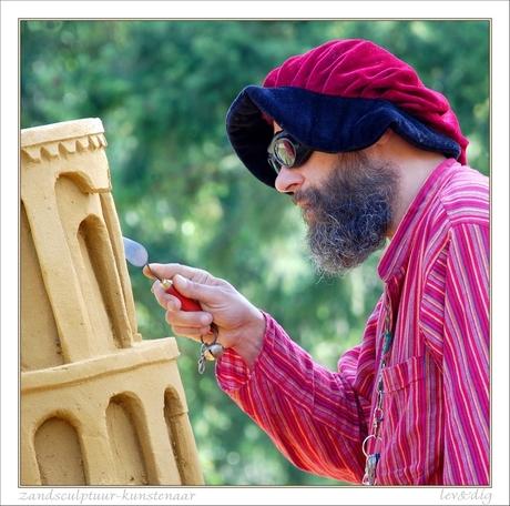 Zandsculptuur-kunstenaar