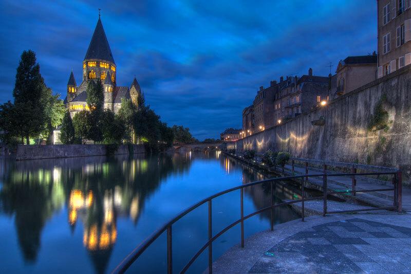 Nacht in Metz - HDR foto gemaakt aan Temple Neuf tijdens mijn vakantie in Frankrijk - foto door mmuetst op 31-08-2011 - deze foto bevat: frankrijk, nachtfotografie, hdr, metz