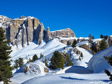 Gruppo del Sella - Gruppo del Sella gezien vanaf Sittá Dei Sassi in de Dolomieten (Italië) - foto door RobertZonnekeyn op 18-12-2019 - deze foto bevat: sneeuw, winter, landschap, bergen, italia, travel, landscape, italie, mountains, alpen, snow, toerisme, italy, dolomieten, reisfotografie, alps, Dolomites, gruppo del sella