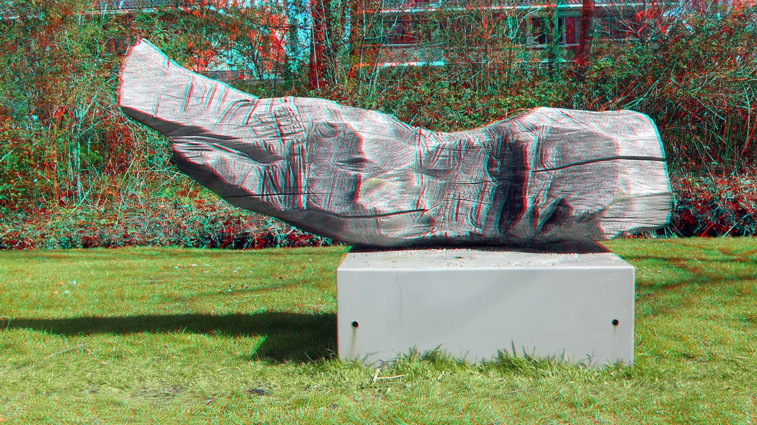 Maria Glandorf  in Merwesteinpark Dordrecht 3D - anaglyph stereo red/cyan - foto door hoppenbrouwers op 13-04-2021 - locatie: Dordrecht, Nederland - deze foto bevat: vogel, standbeeld, beeldhouwwerk, gras, kunst, fabriek, lettertype, grass familie, artefact, monument