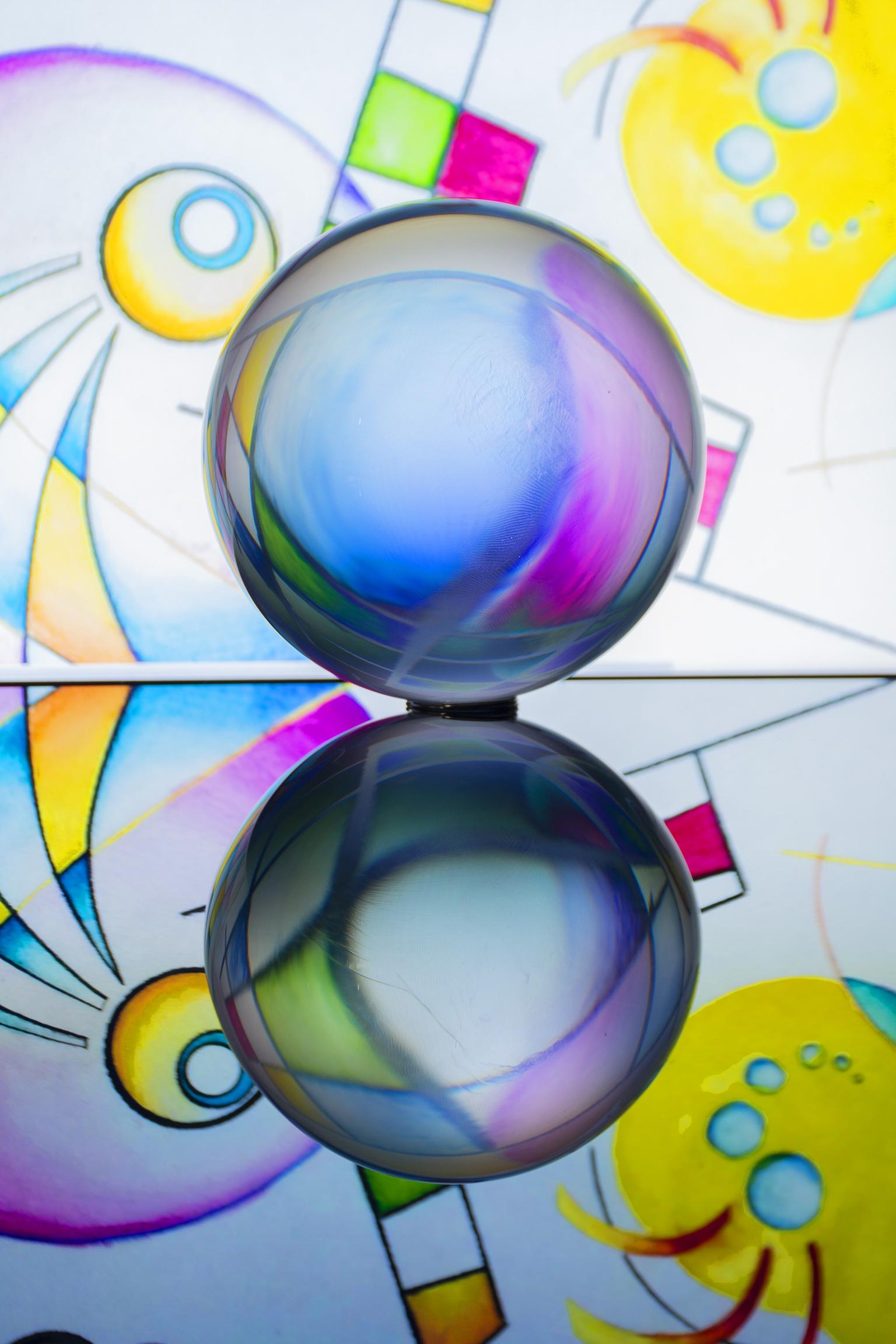 lensbal art - deze foto is met een lensbal gemaakt, de achtergrond is mijn laptop - foto door jeanet1971 op 10-04-2021 - locatie: 3155 Maasland, Nederland - deze foto bevat: licht, kunst, lijn, lettertype, cirkel, patroon, illustratie, elektrisch blauw, symmetrie, beeldende kunsten