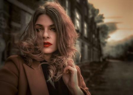 Verlaten straat - .. - foto door Ogenblikfoto op 16-04-2021 - deze foto bevat: urbex, urbexfotografie, portret, straat, sloop, kraakpand, slooppand, verlaten, weg, vrouw, haar, lippenstift, rood, lip, wenkbrauw, mode, flitsfotografie, wimper, iris, zonlicht, straatmode, zwart haar, mensen in de natuur