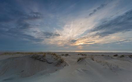 Time - fijne lucht bij het strand - foto door panterje op 14-04-2021 - locatie: Nederland - deze foto bevat: wolk, lucht, atmosfeer, ecoregio, natuurlijke omgeving, natuurlijk landschap, zonlicht, schemer, landschap, cumulus