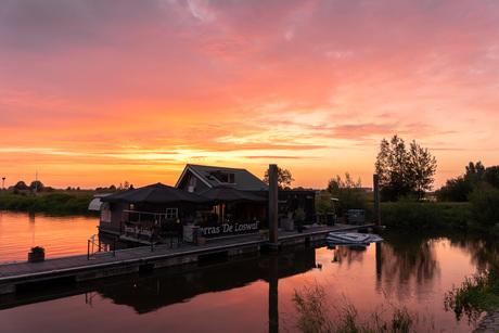 Pinky sunset aan de IJssel
