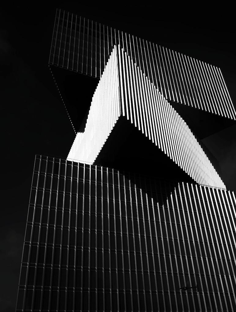 Lijnenspel - . - foto door Time---traveler op 14-04-2021 - deze foto bevat: gebouw, grijs, driehoek, lettertype, rechthoek, materiële eigenschap, symmetrie, facade, tinten en schakeringen, patroon