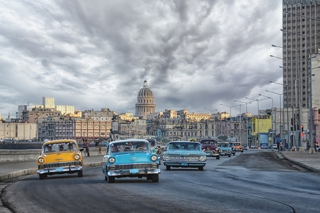 oldtimers op de boulevard van Havana, Cuba